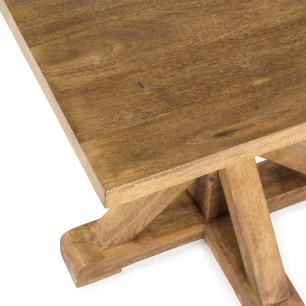 Mesas de maderas tropicales..