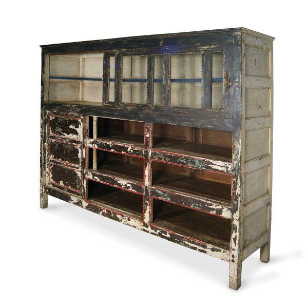 Antiquités et meubles.