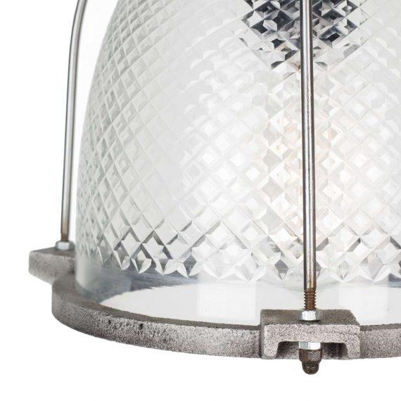 Lampes de plafond suspendues.