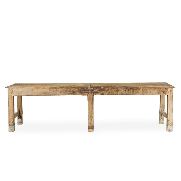 Mesas antiguas de madera.