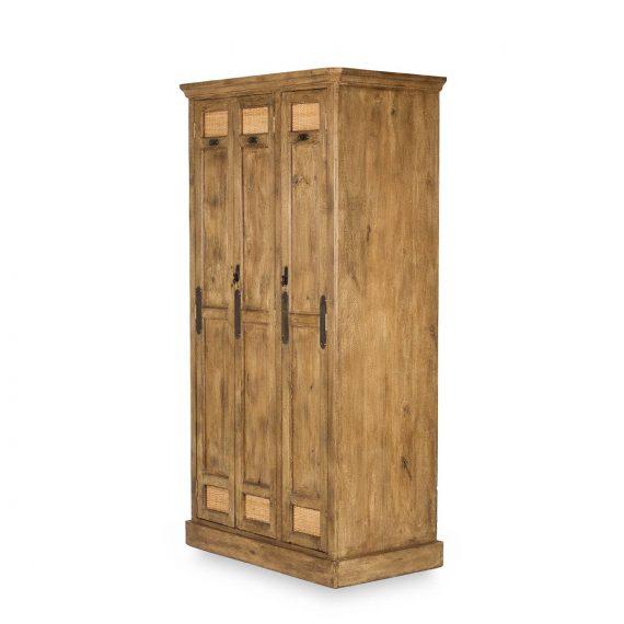 Armoire trois portes.