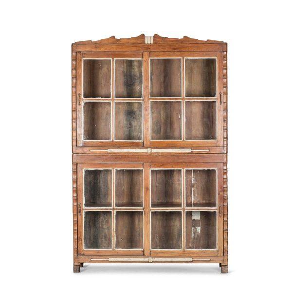 Anciens meubles présentoirs.