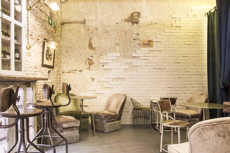 Mesas y sillas para cafetería.
