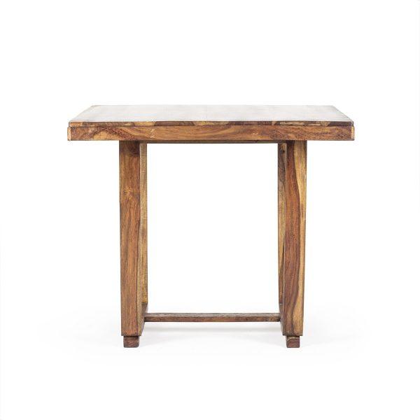 Mesas rusticas de madera.