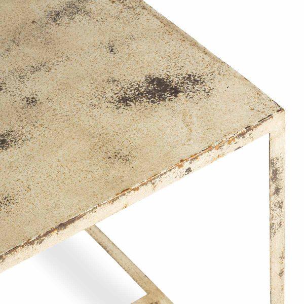 Tables en métal Bercy blanches.