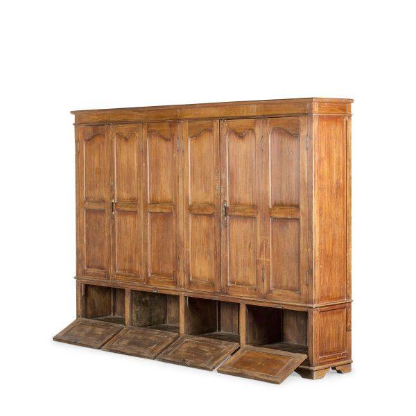 Armoire vintage en bois.
