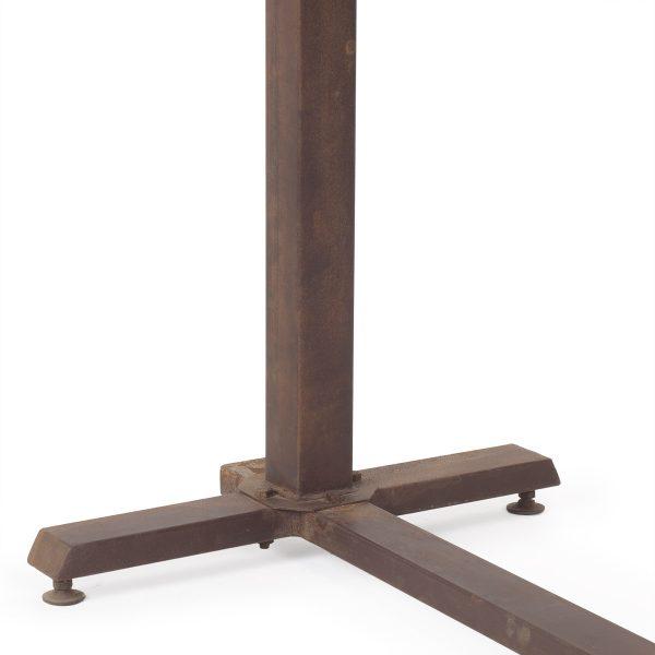 Mesas para cafetería con estructura de hierro.