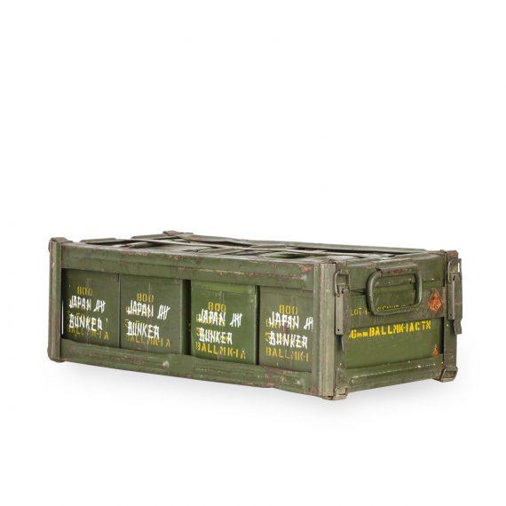Cajas militares antiguas de munición.