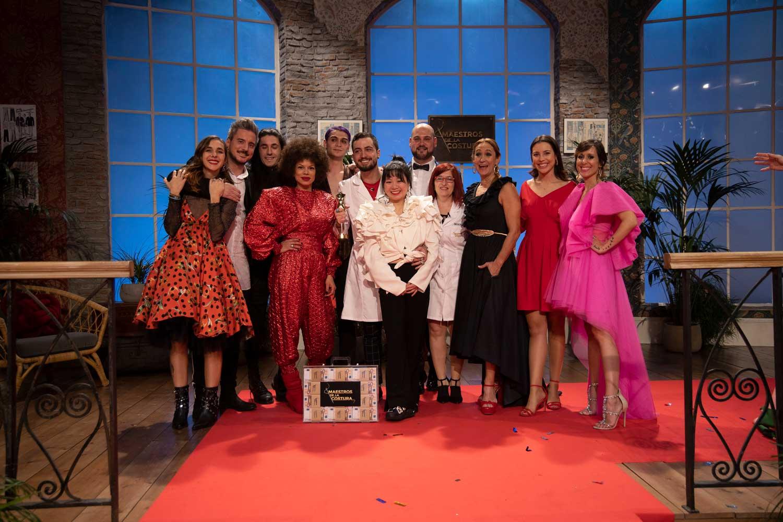 Photo de famille après la finale des Maitres de la Couture 3.