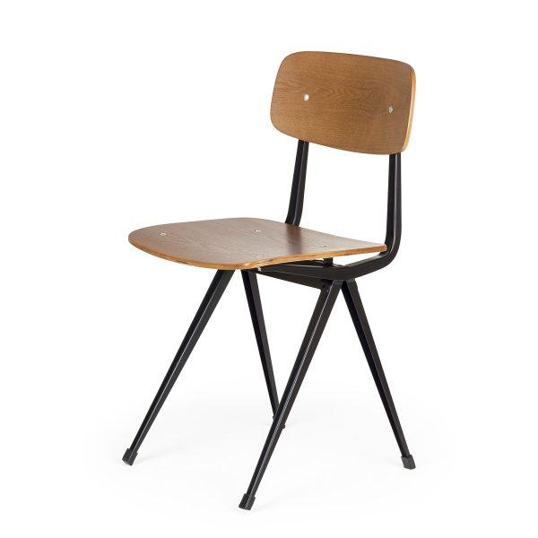 Chaises de restaurant.