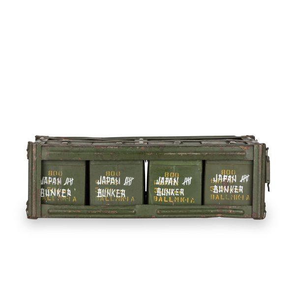 Coffres munitions antiques.