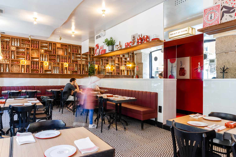Baldosa geométrica para decorar un restaurante.